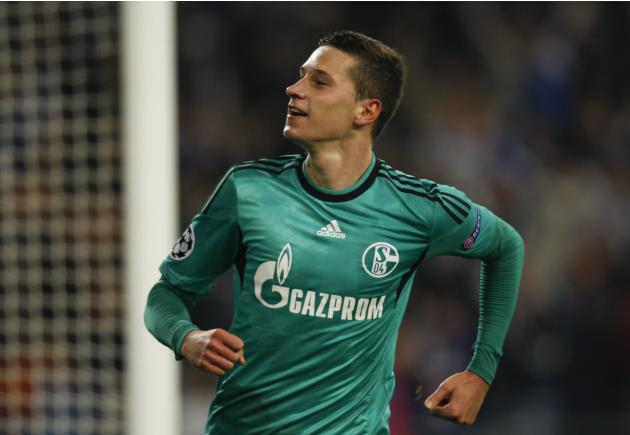 Schalke 04's Draxler celebrates goal against Steaua Bucharest during their Champions League group E soccer match in Gelsenkirchen