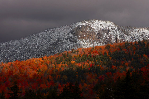 Peak fall foliage colors in the White Mountain National Forest in Twin Mountain, N.H. (AP Photo/Jim Cole, file)
