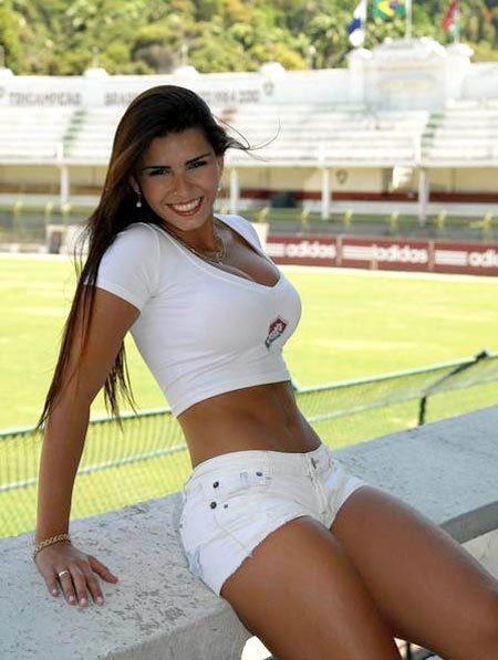 Bianca Leao, la fantica ms candente del 'Flu'. Foto Twitter @BiancaleaoOFC