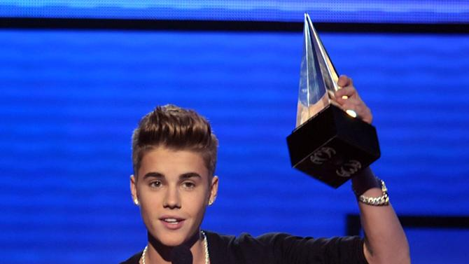 Justin Bieber accepts the award for favorite male artist - pop/rock at the 40th Annual American Music Awards on Sunday Nov. 18, 2012, in Los Angeles. (Photo by John Shearer/Invision/AP)