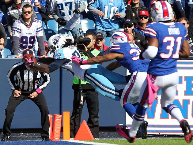 Chris Johnson anota un Touchdown contra los Bills