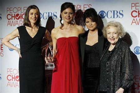 "Actresses (L-R) Wendie Malick, Jane Leeves, Valerie Bertinelli and Betty White pose backstage in photo room with their Favorite Cable TV Comedy award for TV series ""Hot In Cleveland"" at the 2012 People's Choice Awards in Los Angeles January 11, 2012. REUTERS/Danny Moloshok"