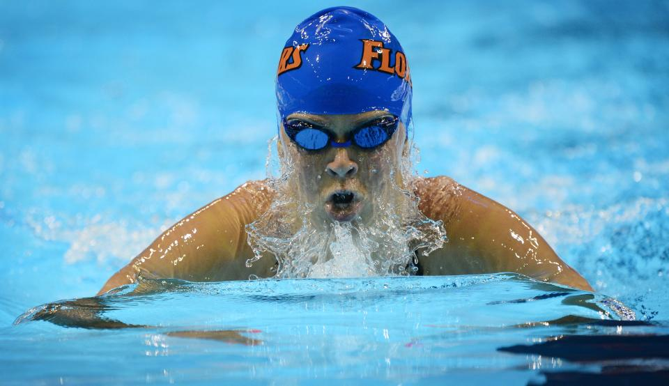 Elizabeth Beisel swims in the women's 400-meter individual medley final at the U.S. Olympic swimming trials, Monday, June 25, 2012, in Omaha, Neb. (AP Photo/Mark J. Terrill)