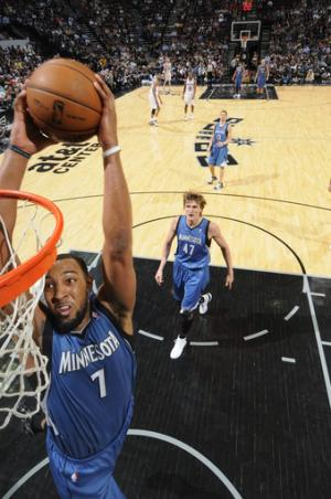 Timberwolves snap 16-game skid at San Antonio