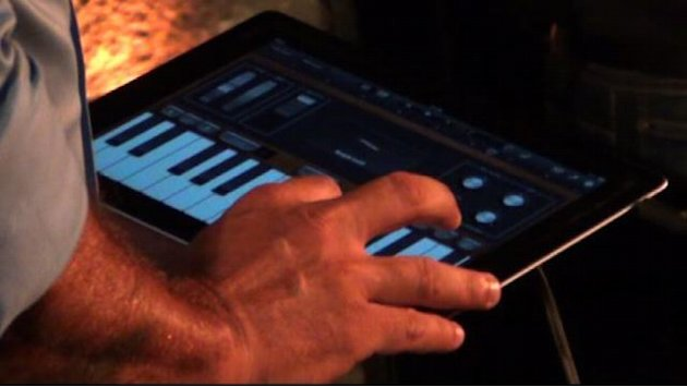 Napoli fra tradizione e hitech: concerto con tablet e fisarmonica