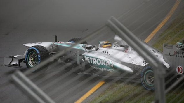 Lewis Hamilton spins off in opening qualifying session of F1 season