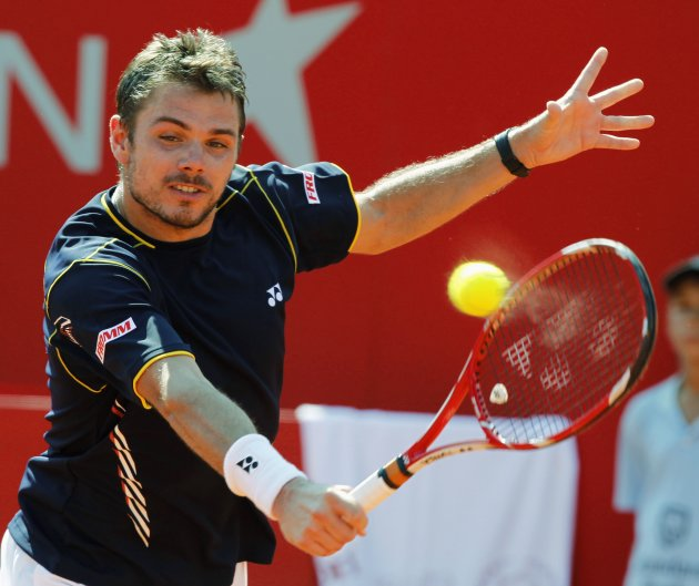 Switzerland's Stanislas Wawrinka hits a return to Spain's David Ferrer during their Buenos Aires Open men's single final tennis match at the Buenos Aires Lawn Tennis Club