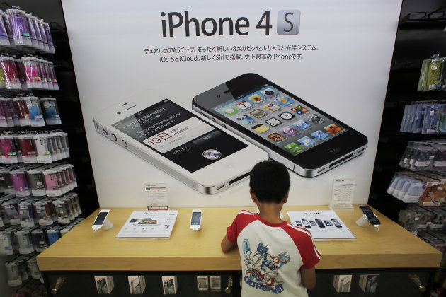 A boy checks an iPhone at an Apple booth at an electronic store in Tokyo Friday, Aug. 31, 2012. A Tokyo court has ruled that Samsung did not infringe on an Apple patent, in the latest development in the legal battle between the two technology titans. (AP Photo/Itsuo Inouye)
