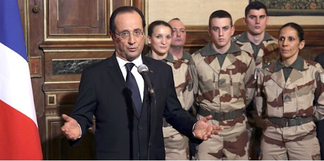 Armées : Hollande confirme 24.000 suppressions de postes