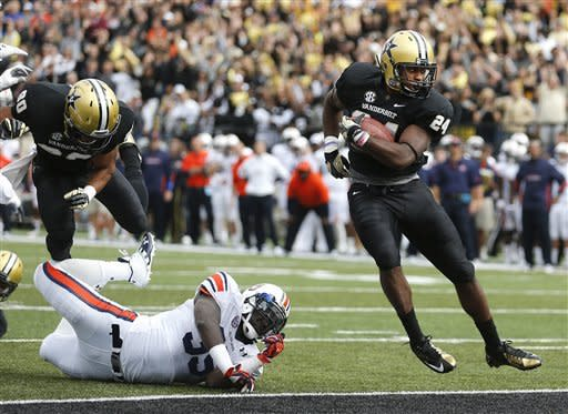 Stacy carries Vanderbilt to 17-13 win over Auburn
