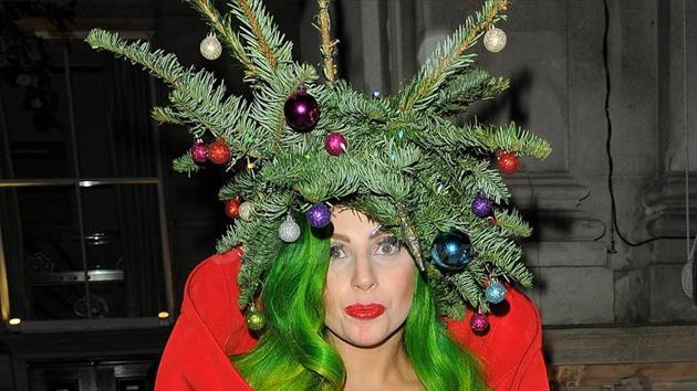 Lady Gaga Dresses As Christmas tree