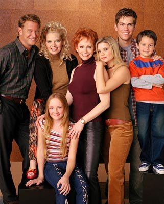 L to R: Christopher Rich, Melissa Peterman, Reba McEntire, Joanna Garcia, Steve Howey, Mitch Holleman