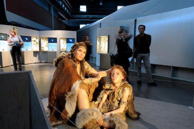 (Arquivo) Bonecos representando o Homo sapiens em exposição na cidade francesa de Bordeaux
