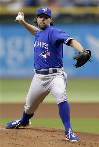 Dickey's 2-hitter leads Blue Jays over Rays 3-0