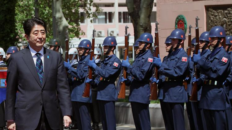 Japanese Prime Minister Shinzo Abe inspects a Turkish military honour guard with his Turkish counterpart Recep Tayyip Erdogan, unseen, in Ankara, Turkey, Friday, May 3, 2013. (AP Photo/Burhan Ozbilici)