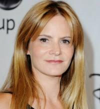Jennifer Jason Leigh Signs With CAA