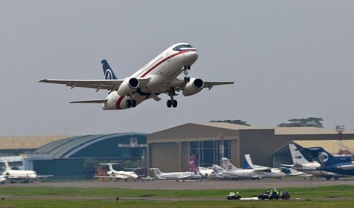Superjet 100 b ei Start in Indonesien