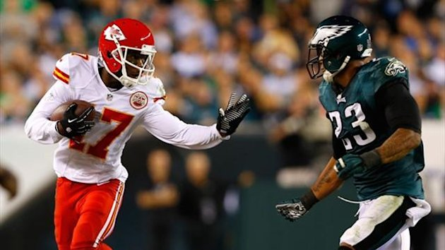 Donnie Avery #17 of the Kansas City Chiefs catches the ball for a first down against Patrick Chung #23 of the Philadelphia Eagles (AFP)