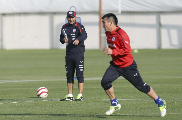 Chile's national soccer head coach Sampaoli shouts his player Medel during a training session at Santiago