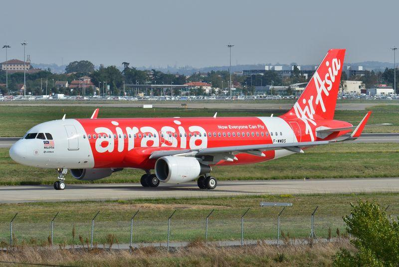 AirAsia loses contact with plane carrying 161 people over Indonesia