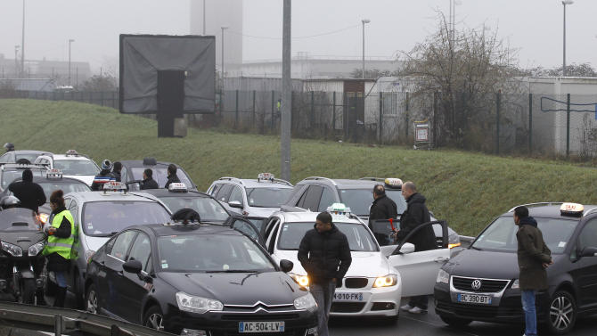 French taxi drivers' strike clogs roadways