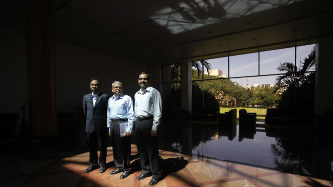 Infosys Technologies Ltd. Chief Executive Officer K. Gopalakrishnan, center, flanked by Chief Operating Officer S. D. Shibulal, left, and Chief Financial Officer V. Balakrishnan pose for photographs after announcing company's quarterly financial results at their headquarters in Bangalore, India, Thursday, Jan. 13, 2011. Indian software major Infosys announced Thursday its quarterly financial results ending Dec. 31, 2010. (AP Photo/Aijaz Rahi)