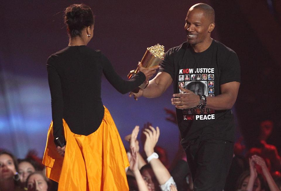 Kerry Washington, left, presents the MTV generation award to Jamie Foxx at the MTV Movie Awards in Sony Pictures Studio Lot in Culver City, Calif., on Sunday April 14, 2013. (Photo by Matt Sayles/Invision /AP)
