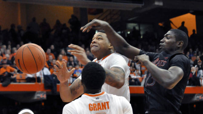 Syracuse's DaJaun Coleman tries to grab a rebound in front of Cincinnati's Cheikh MBodj during the first half of an NCAA college basketball game in Syracuse, N.Y., Monday, Jan. 21, 2013. (AP Photo/Kevin Rivoli)
