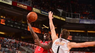 Beverley's 3 helps Rockets down Suns 115-112