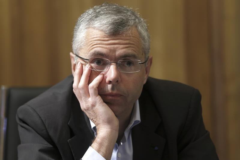 French minister decries 'shocking' behavior of parting Alcatel CEO