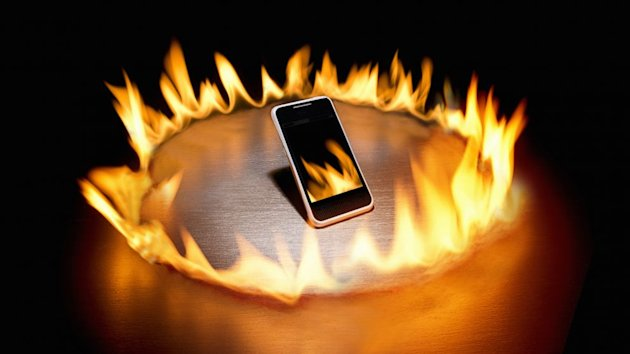 Student Injured After iPhone Bursts Into Flames in Pants Pocket (ABC News)