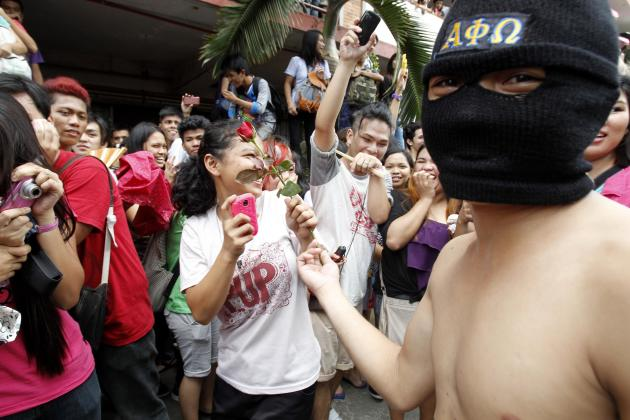 2013-10-01T092015Z_686571562_GM1E9A11C2A01_RTRMADP_3_PHILIPPINES - Naked Run Against Corruption - Philippine Photo Gallery