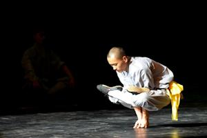 A Buddhist monk from China's Shaolin Temple perform …