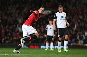Manchester United 4-0 Norwich: Chicharito double books Capital One Cup quarterfinal spot