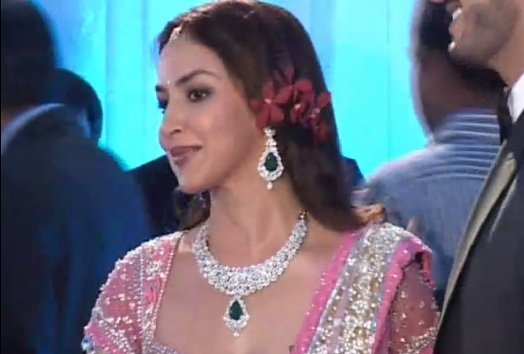 Bolly Trend: Bollywood beauties sparkle in Emeralds