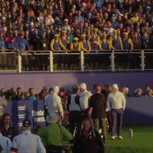 1st tee erupts in 'Hey Lee!' Singalong