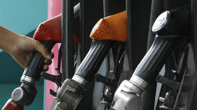 A worker grabs a nozzle at a fuel station in Bangkok March 6, 2008. REUTERS/Sukree Sukplang/Files