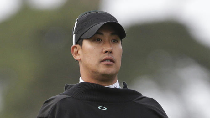 J.B. Park, of South Korea, holds his coat over his arms to stay warm on the first hole during the first round of the U.S. Open Championship golf tournament Thursday, June 14, 2012, at The Olympic Club in San Francisco. (AP Photo/Eric Gay)