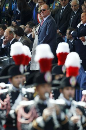 King Juan Carlos of Spain, top center, attends celebrations to mark the unification of Italy 150 years ago in Rome, Thursday, June 2, 2011. (AP Photo/Andrew Medichini)