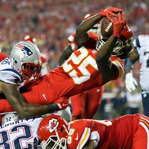 Kansas City Chiefs running back Jamaal Charles catches 5-yard touchdown pass