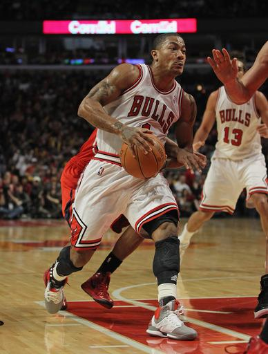 Rose scores 23, Bulls hang on to beat Hawks 90-79