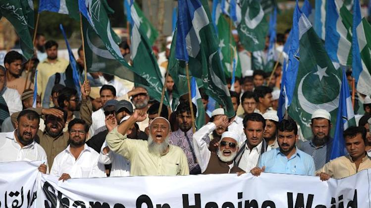 Activists of Jamaat-e-Islami Pakistan shout slogans against the execution of Bangladeshi Islamist leader Abdul Quader Molla, during a rally in Karachi, on December 13, 2013