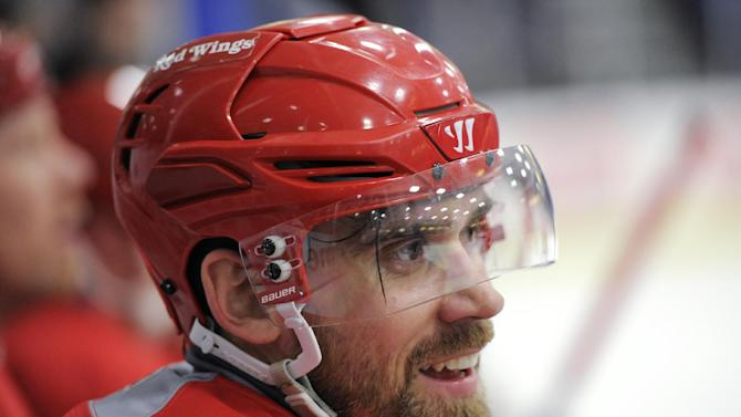 Detroit Red Wings' Henrik Zetterberg takes a breather on the bench during the NHL hockey team's training camp Sunday, Jan. 13, 2013, in Plymouth, Mich. (AP Photo/The Detroit News, David Guralnick) DETROIT FREE PRESS OUT  HUFFINGTON POST OUT  MAGS OUT