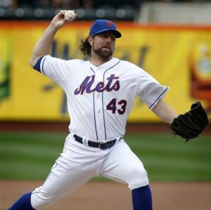 Dickey wins 19th, Mets top Marlins again