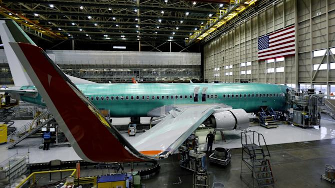 Boeing sticks to production plans, battery for 787