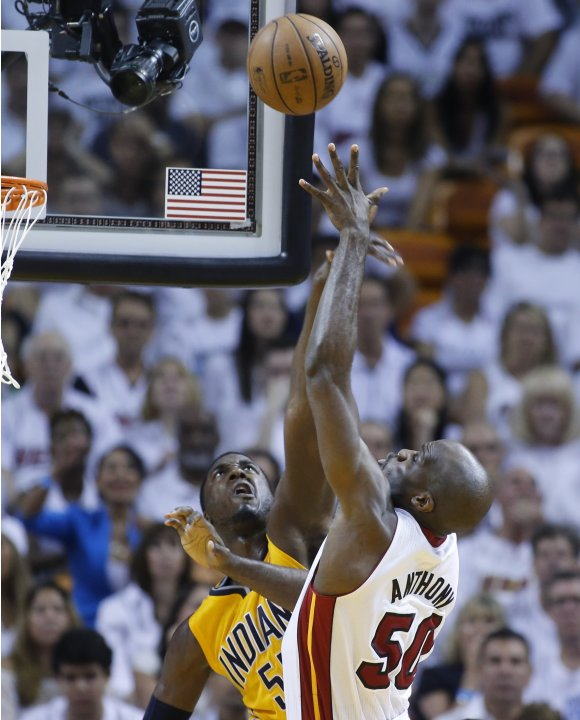 Pacers' Hibbert and Heat's Anthony fight for a rebound during Game 2 of their NBA Eastern Conference final playoff in Miami