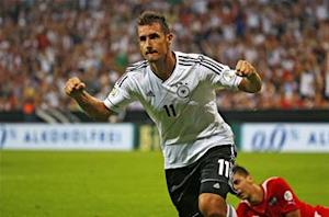 Klose: It's a 'joke' to compare me to Muller