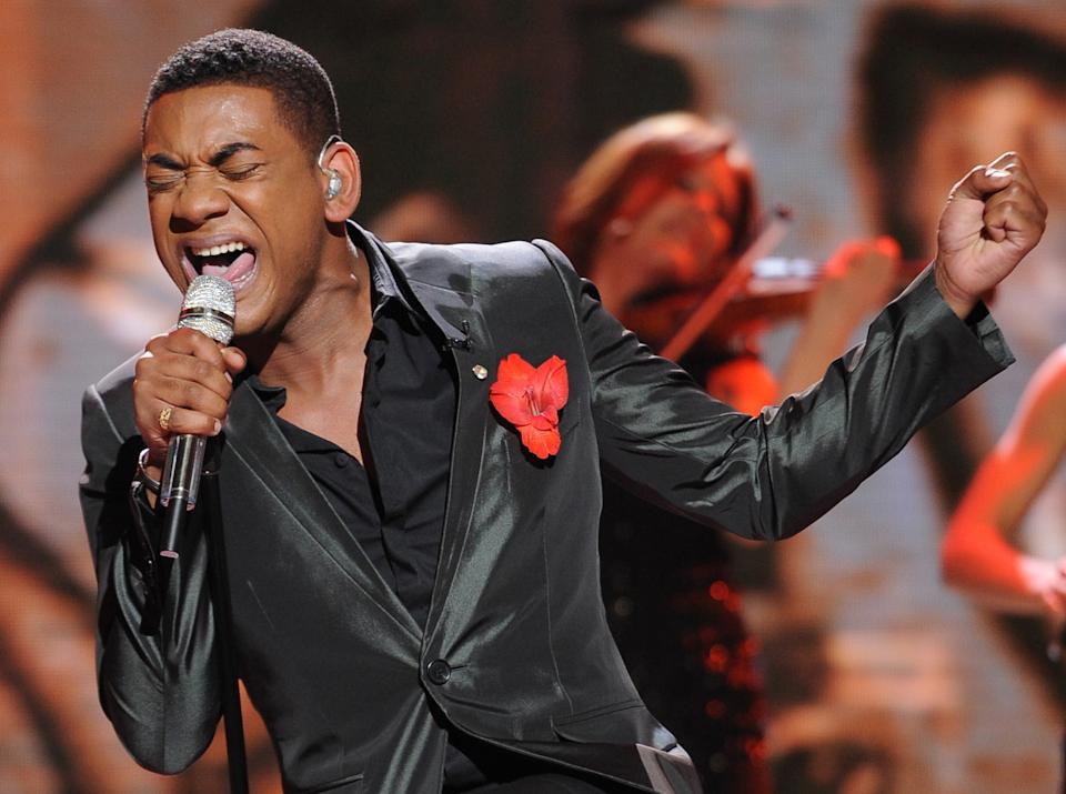 "In this May 9, 2012 photo released by Fox, contestant Josh Ledet performs on the singing competition series ""American Idol,"" in Los Angeles. (AP Photo/Fox, Michael Becker)"