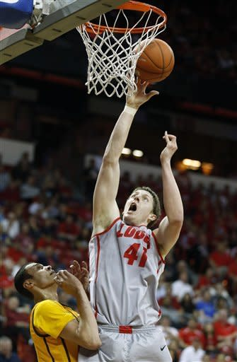 New Mexico beats Wyoming in Mountain West quarters