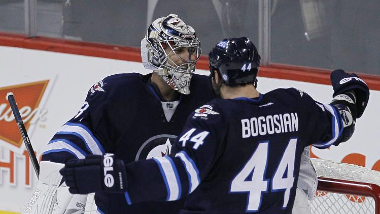 Pavelec stops 41 shots as Jets beat Predators 5-0